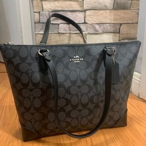 Authentic Coach coated signature canvas zip tote